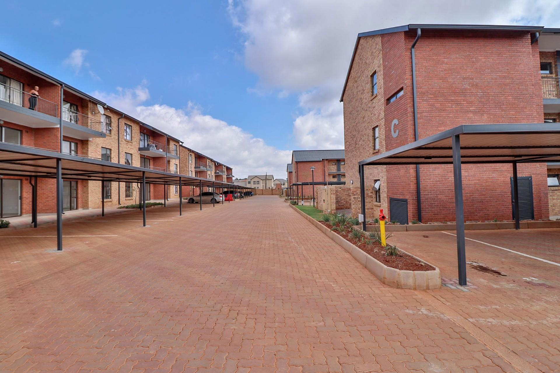 2 Bedroom Apartment / Flat To Rent in Mooikloof