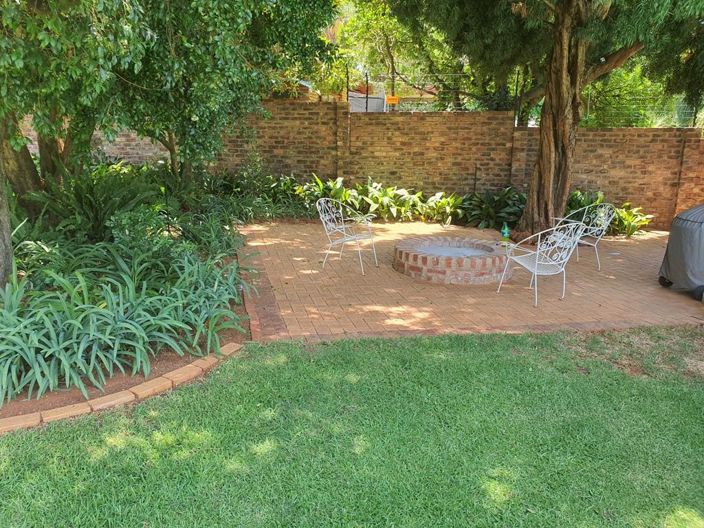 4 Bedroom House For Sale in Eldoraigne