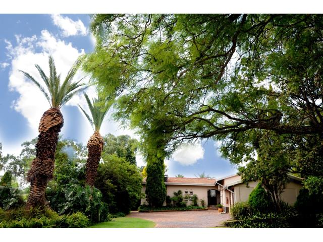 3 Bedroom House For Sale in Gallo Manor for ZAR 3,850,000 | RE/MAX