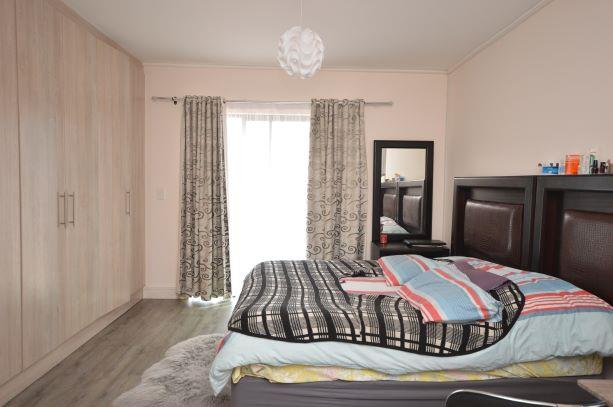 4 Bedroom House To Rent in Parklands North