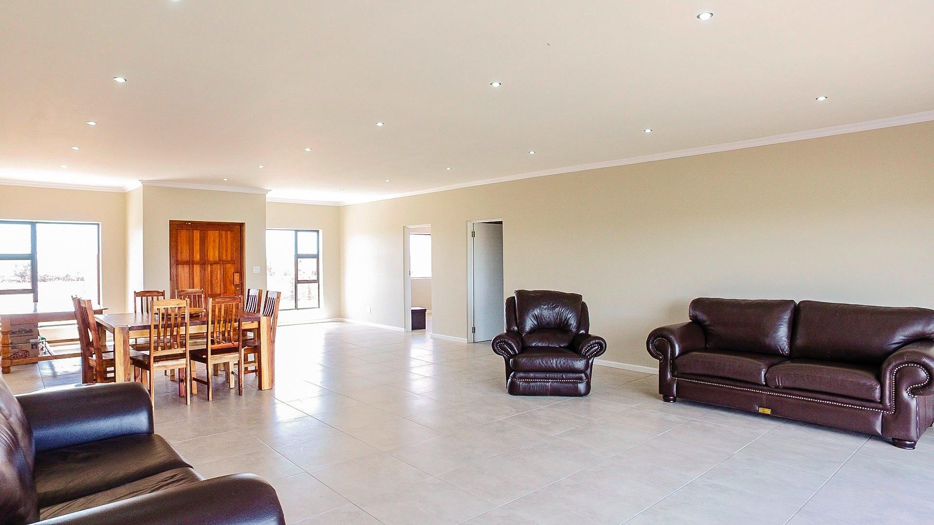 4 Bedroom House For Sale in Cradock Heights