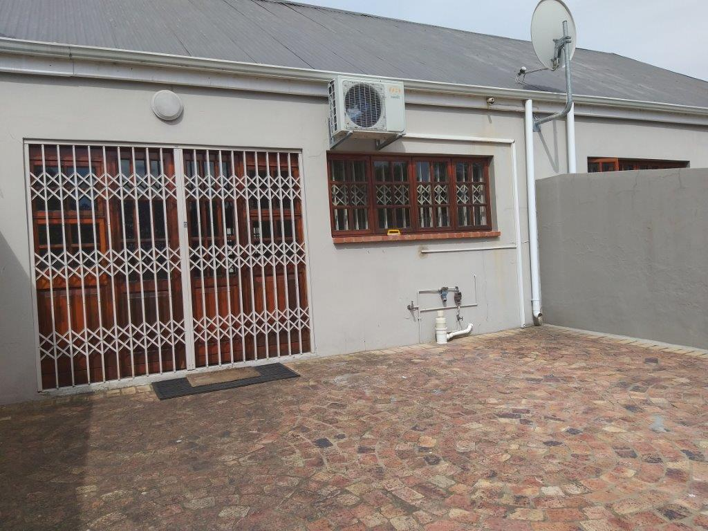 2 Bedroom Townhouse To Rent in Kingswood