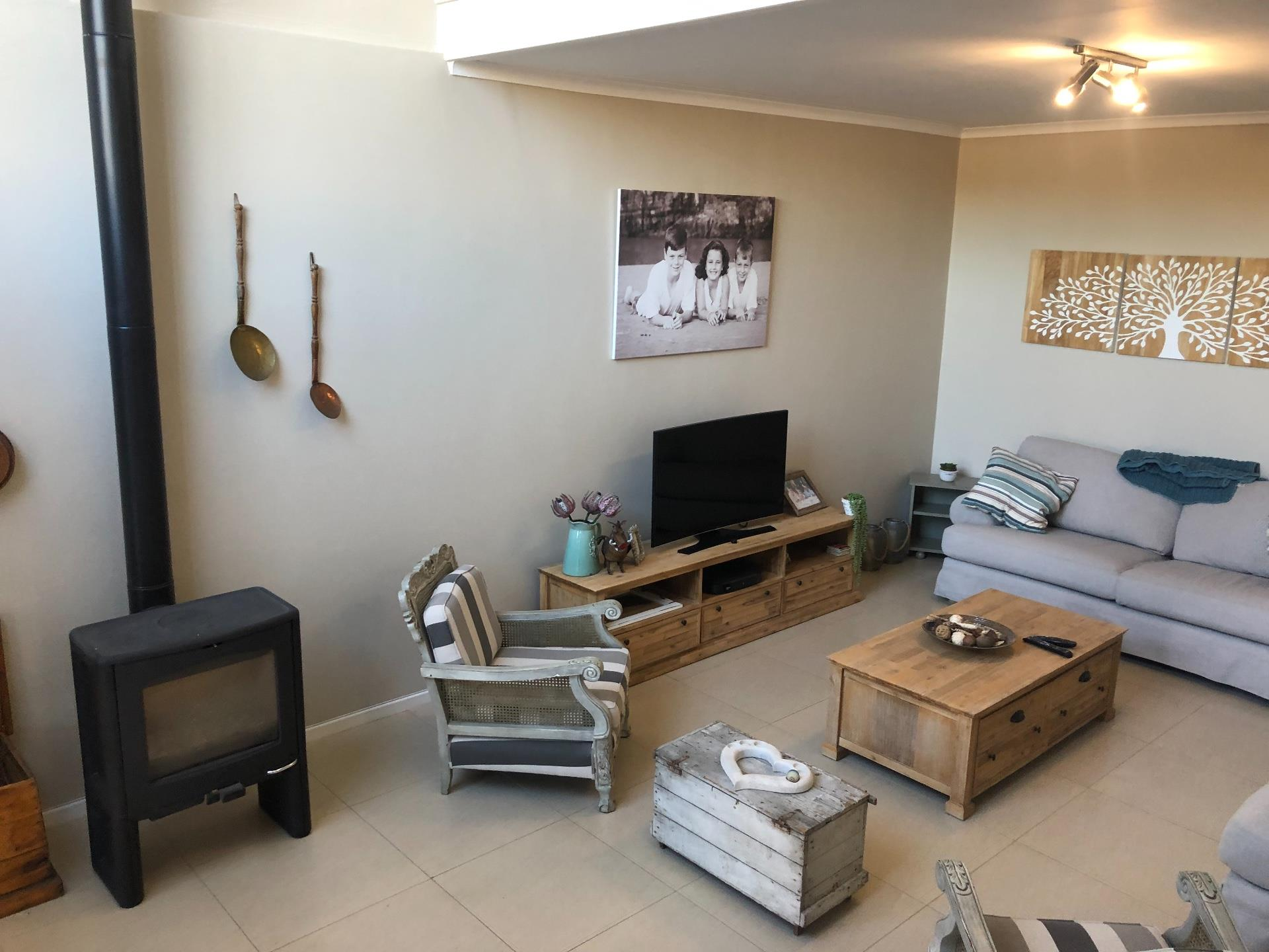 3 Bedroom Town house For Sale in Kingswood