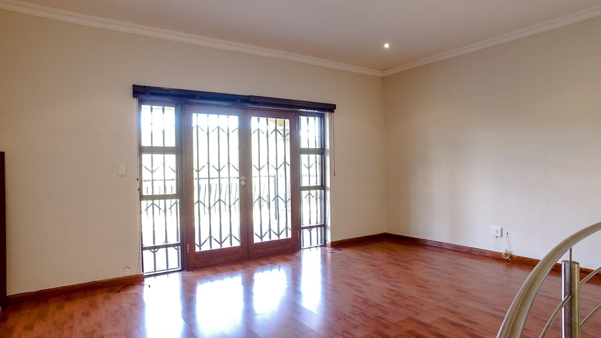 3 Bedroom House For Sale in Oatlands North