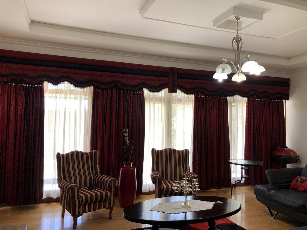 4 Bedroom House For Sale in Sunnyside