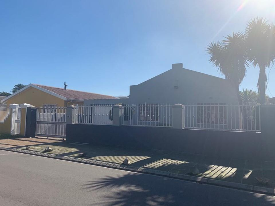 Property For Sale In Grassy Park Re Max Of Southern Africa