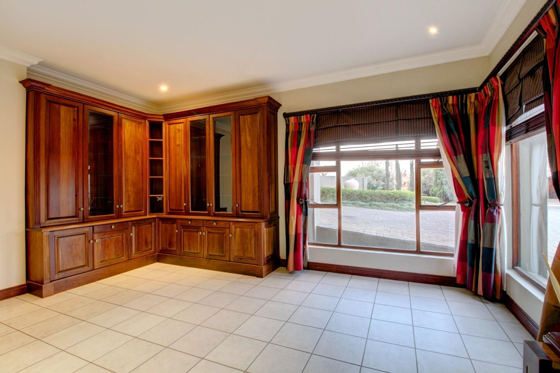 4 Bedroom House For Sale in Woodhill