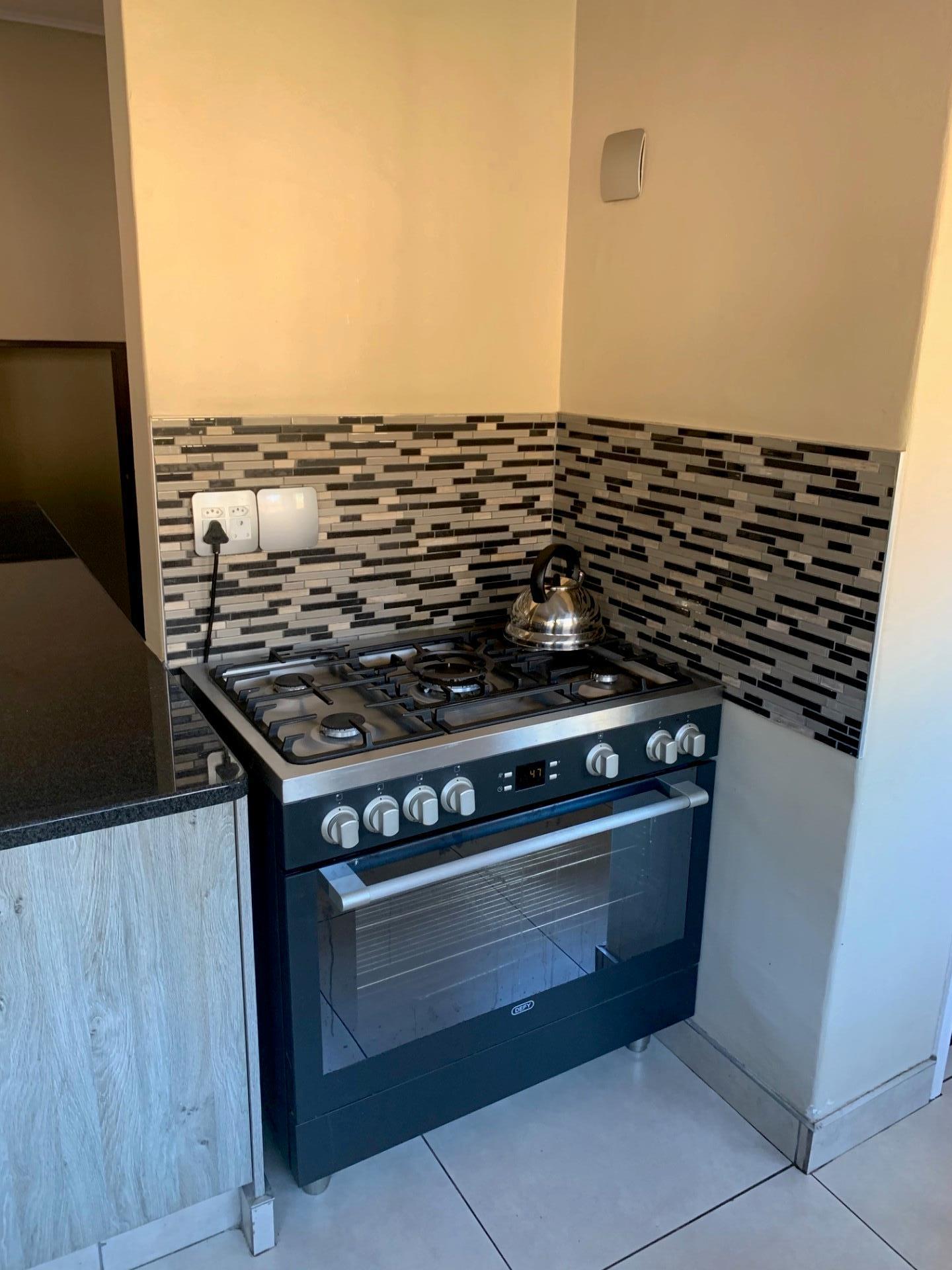 4 Bedroom House To Rent in Val De Grace