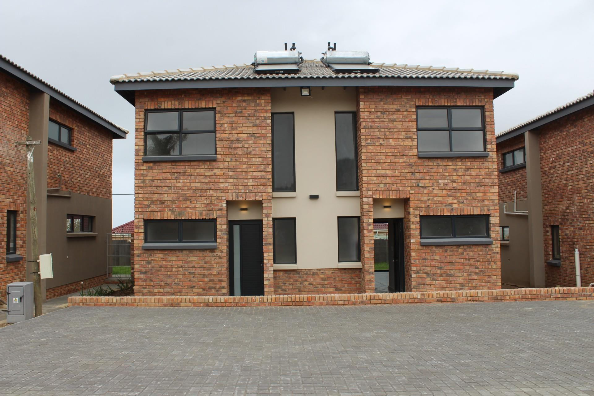 2 Bedroom Town house For Sale in Gonubie
