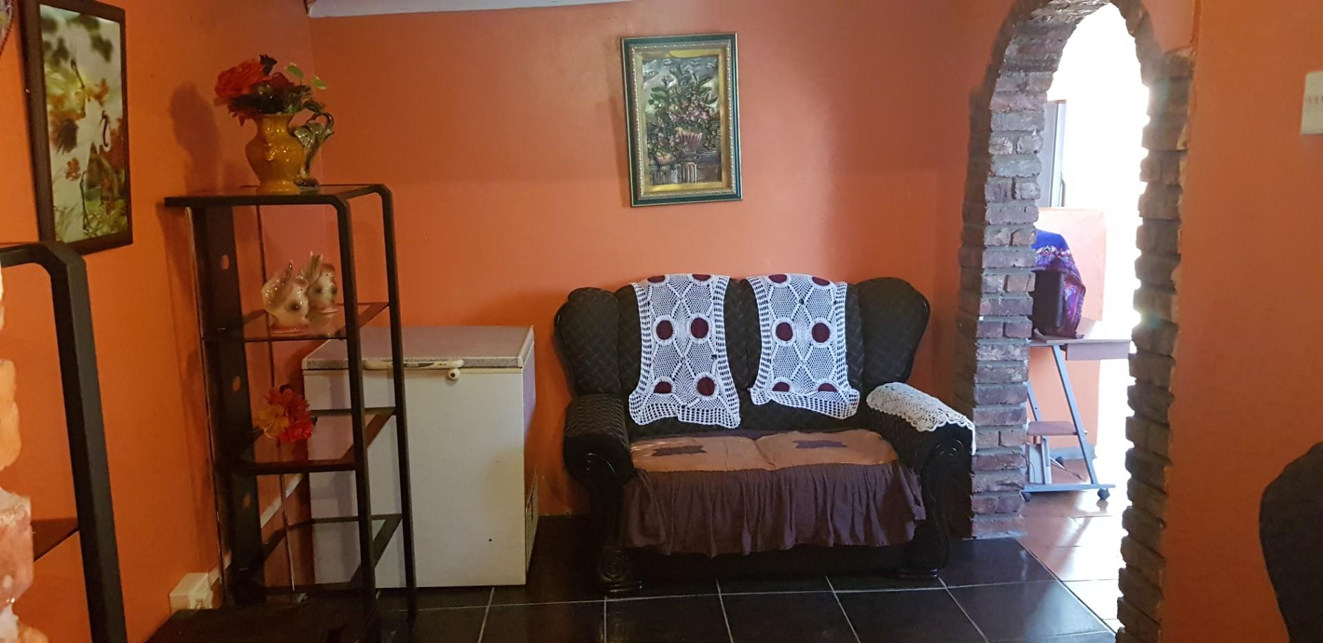 2 Bedroom House For Sale in Bloemendal
