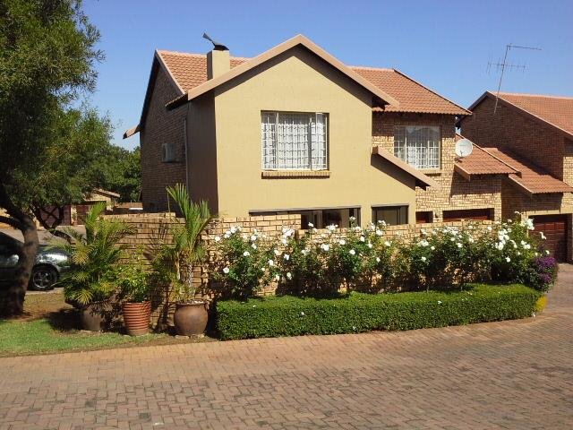 3 bedroom duplex for sale in the wilds for zar 1 850 000 for Duplex building cost estimator