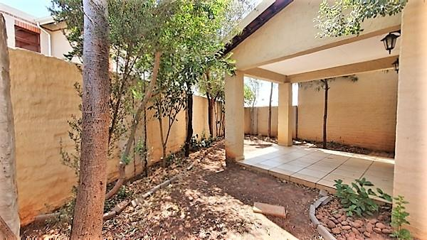 2 Bedroom House For Sale in Country View Estate