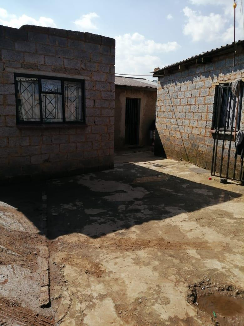 2 Bedroom House For Sale in Katlehong South