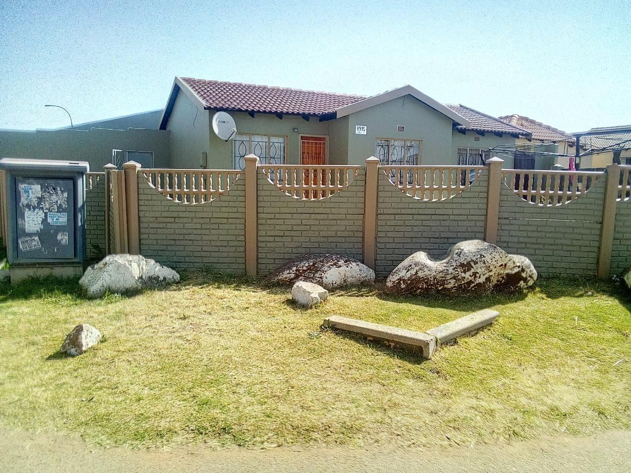 3 Bedroom House For Sale in Tokoza Gardens