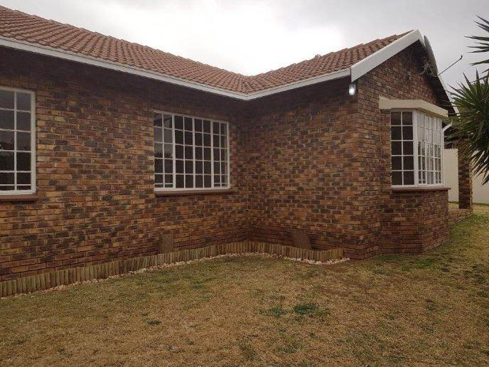 3 Bedroom Town house For Sale in Glenvista