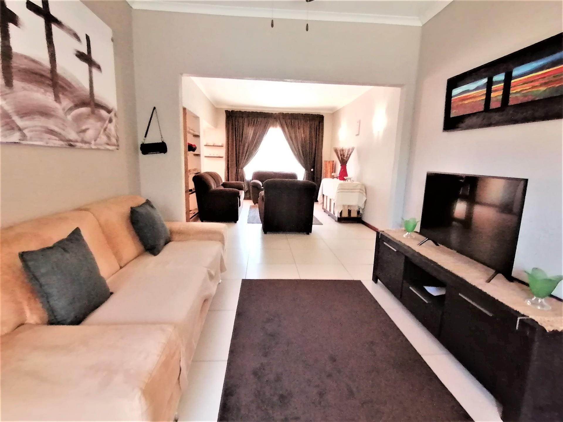 4 Bedroom House For Sale in Brackendowns