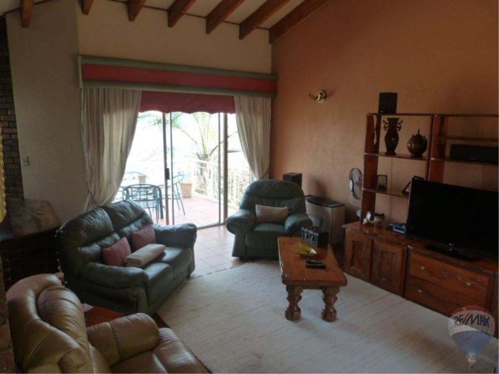4 Bedroom House For Sale in Glenvista & Ext