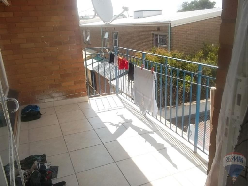 2 Bedroom Apartment For Sale in Rosettenville & Ext