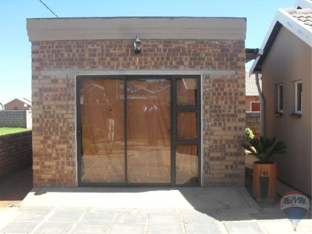 3 Bedroom House For Sale in Vosloorus & Ext