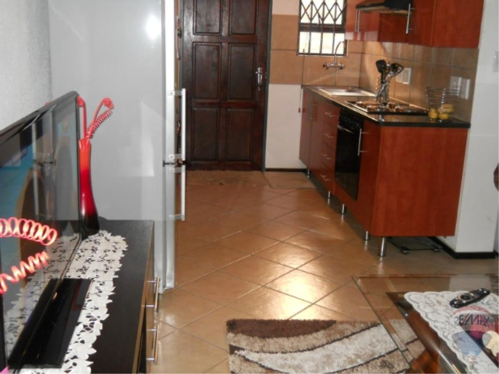 2 Bedroom Town house For Sale in Albertsdal & Ext