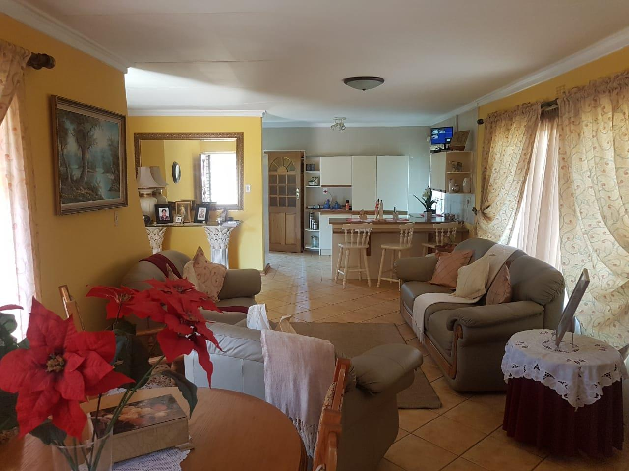 4 Bedroom House For Sale in Linmeyer