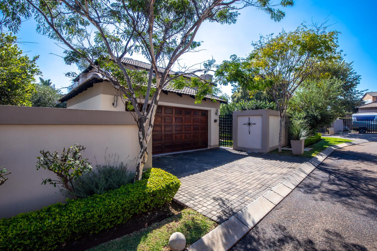 3 Bedroom House For Sale in Olympus
