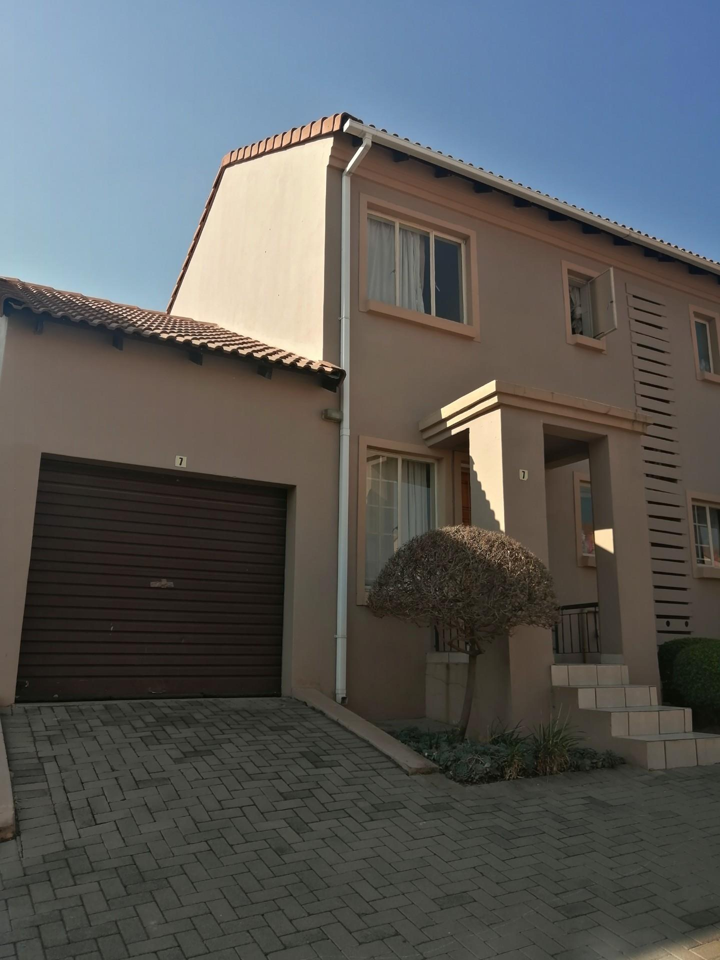 Terrific Property For Sale In Midrand Re Max Of Southern Africa Home Interior And Landscaping Oversignezvosmurscom