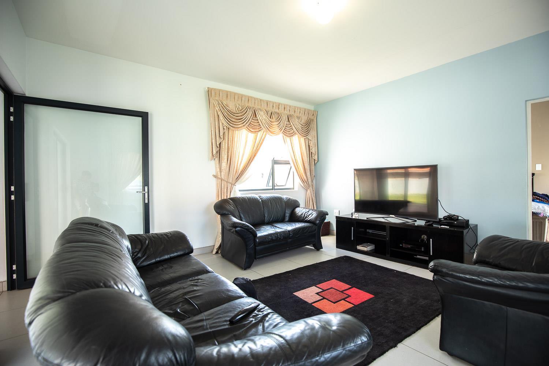 4 Bedroom House To Rent in The Ridge