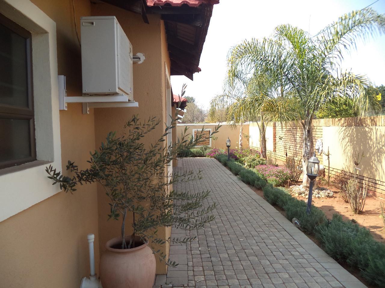 3 Bedroom House For Sale in Rhodesdene