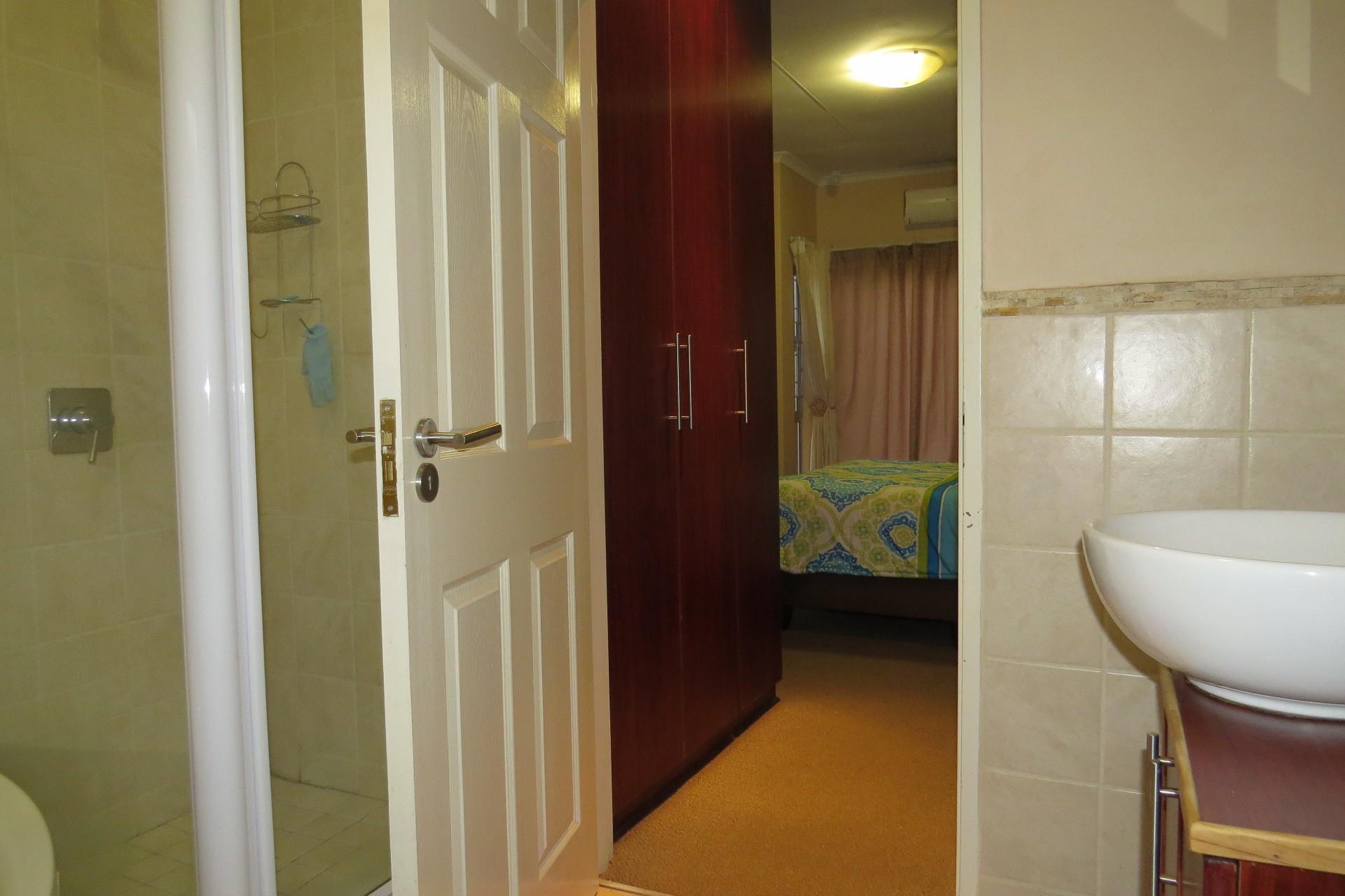 2 Bedroom Town house For Sale in Rhodesdene