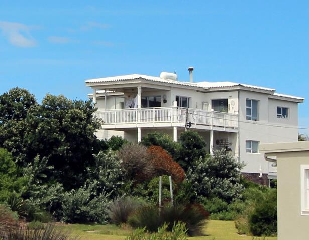 4 Bedroom House For Sale in Pringle Bay