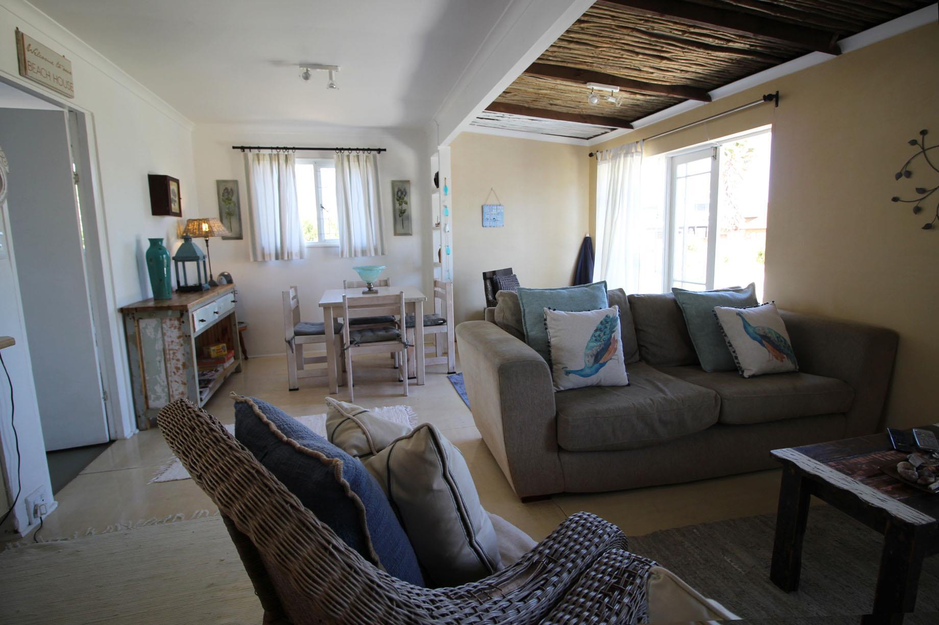 2 Bedroom House For Sale in Pringle Bay