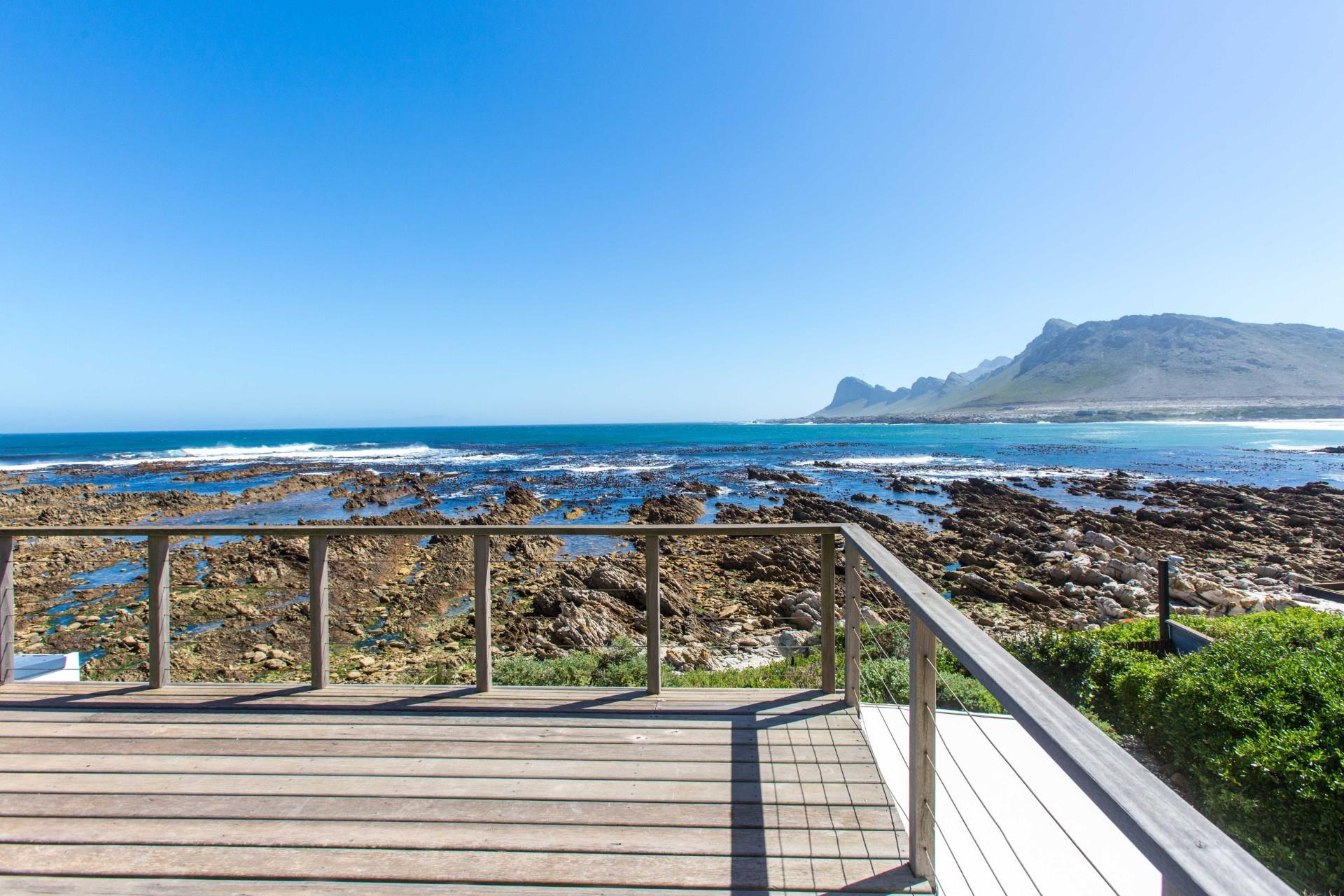 6 Bedroom House For Sale in Pringle Bay