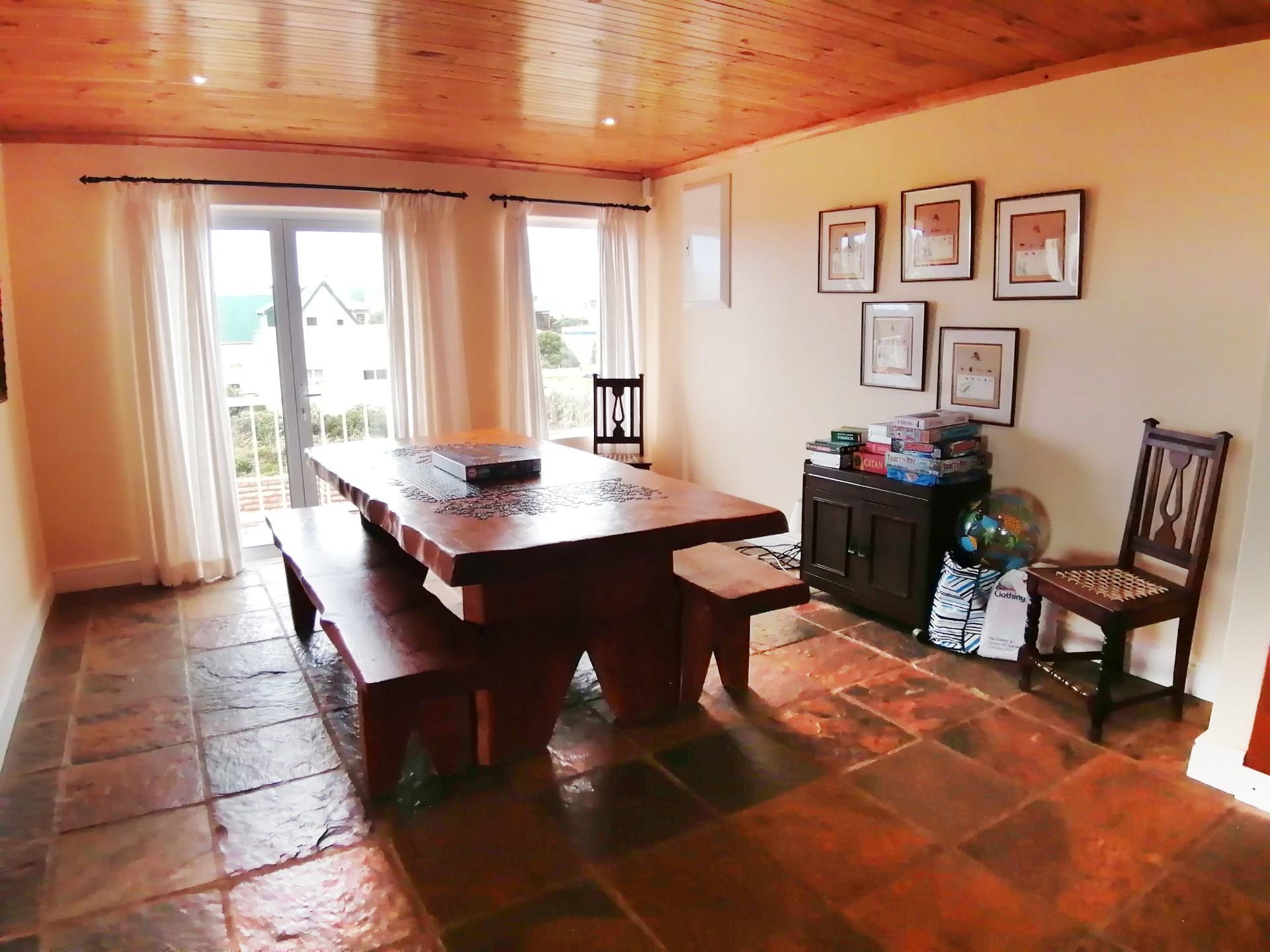 4 Bedroom House For Sale in Bettys Bay