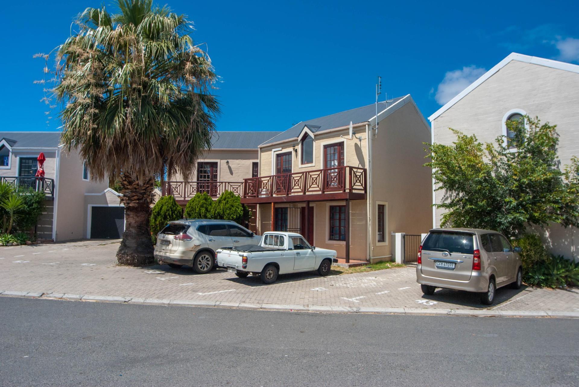 2 Bedroom Townhouse To Rent in Heritage Park
