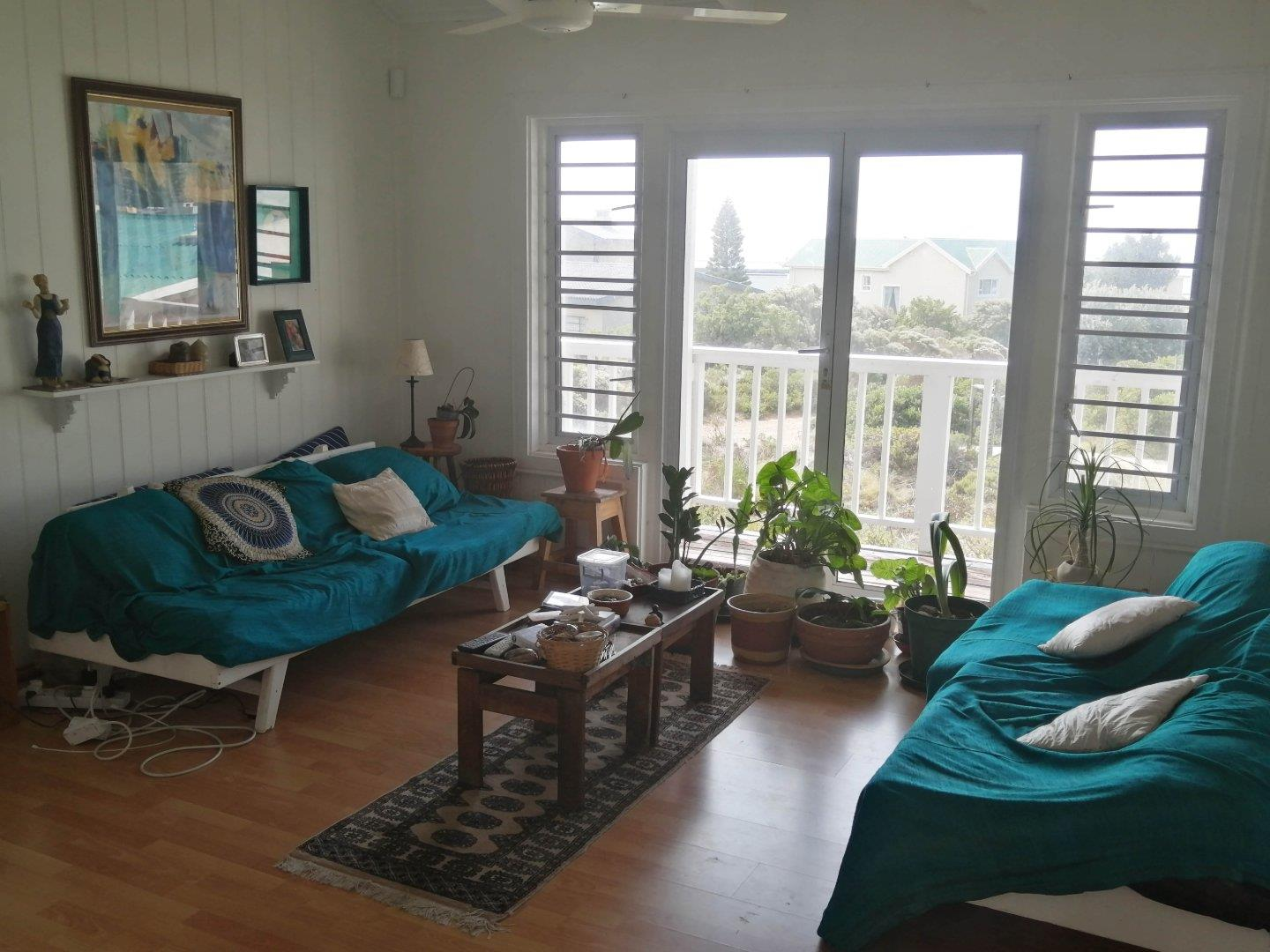 2 Bedroom House For Sale in Rooi Els
