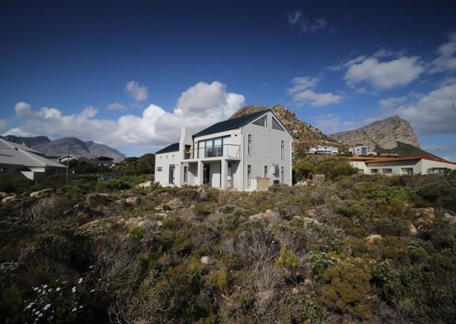 2 Bedroom House For Sale in Pringle Bay