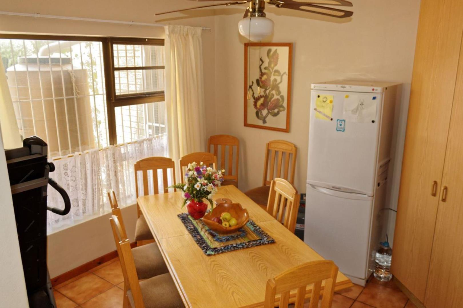 3 Bedroom House For Sale in Pringle Bay