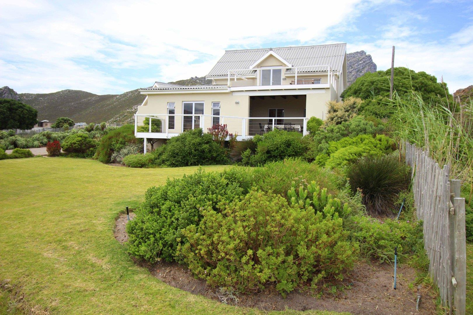 3 Bedroom House For Sale in Pringle Bay