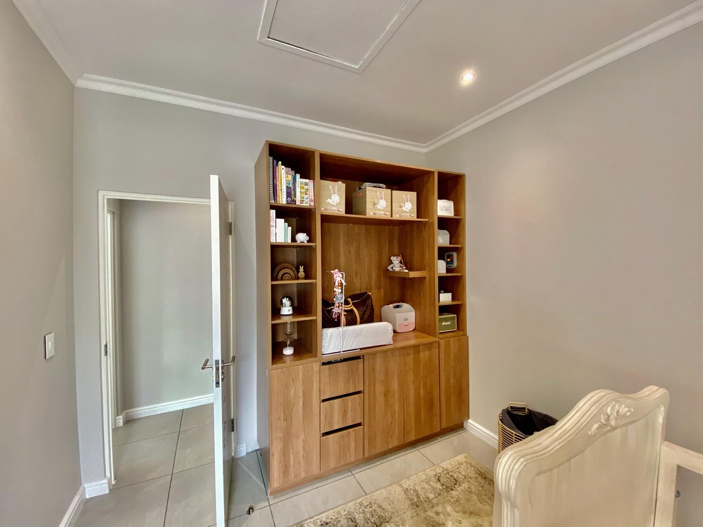 4 Bedroom House For Sale in Kelderhof Country Village