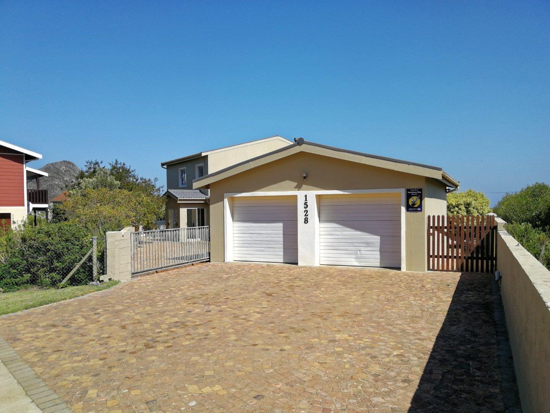 5 Bedroom House For Sale in Pringle Bay