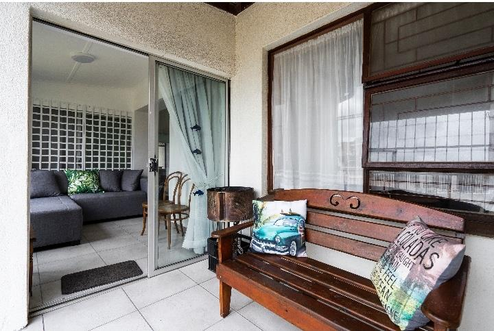 2 Bedroom House To Rent in Strand South