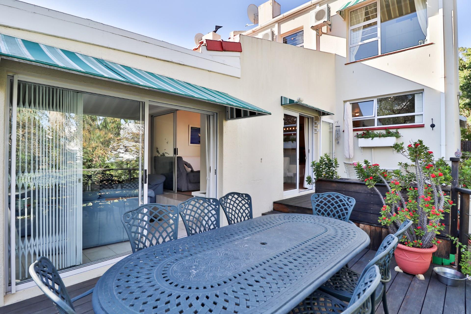 3 Bedroom Townhouse For Sale in Hout Bay Central
