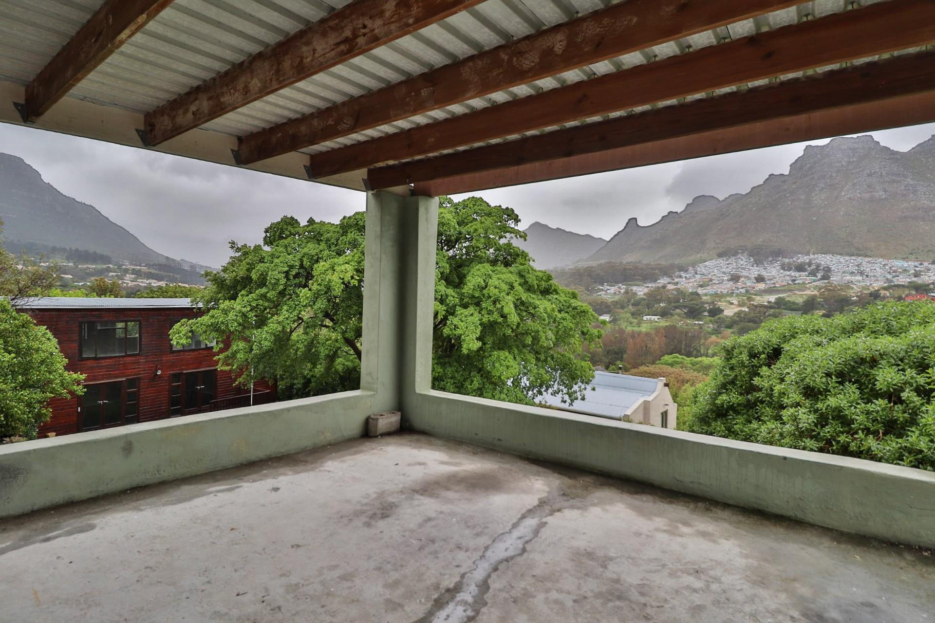 2 Bedroom House For Sale in Valley Area