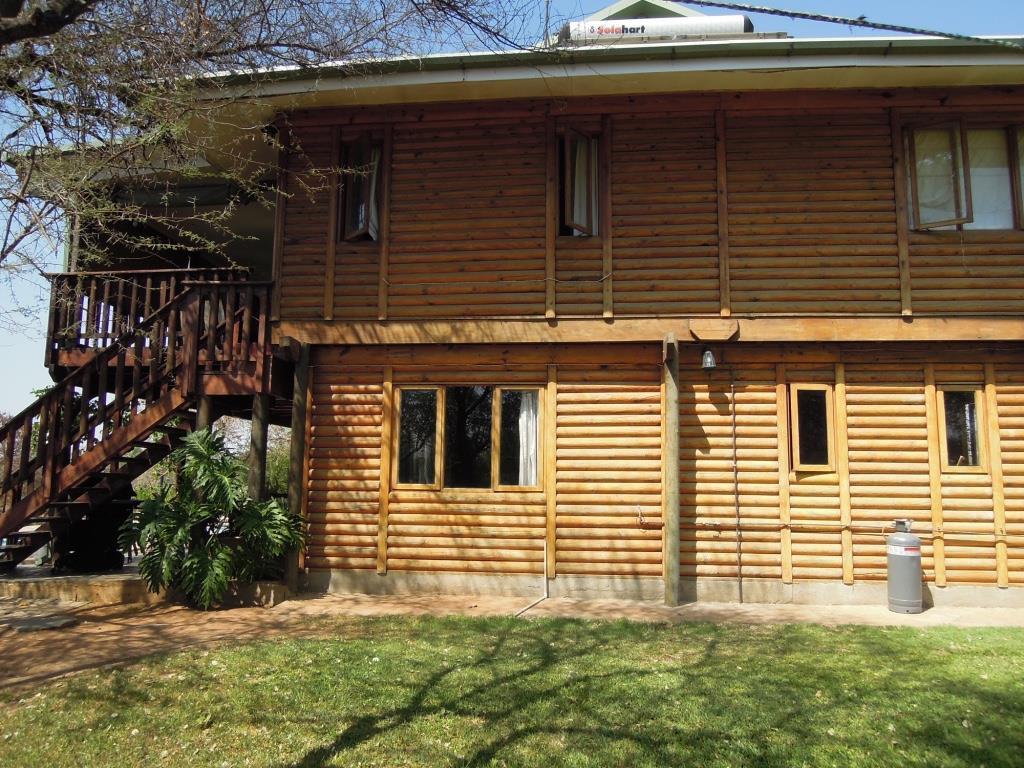 4 Bedroom House For Sale in Mokolodi 1
