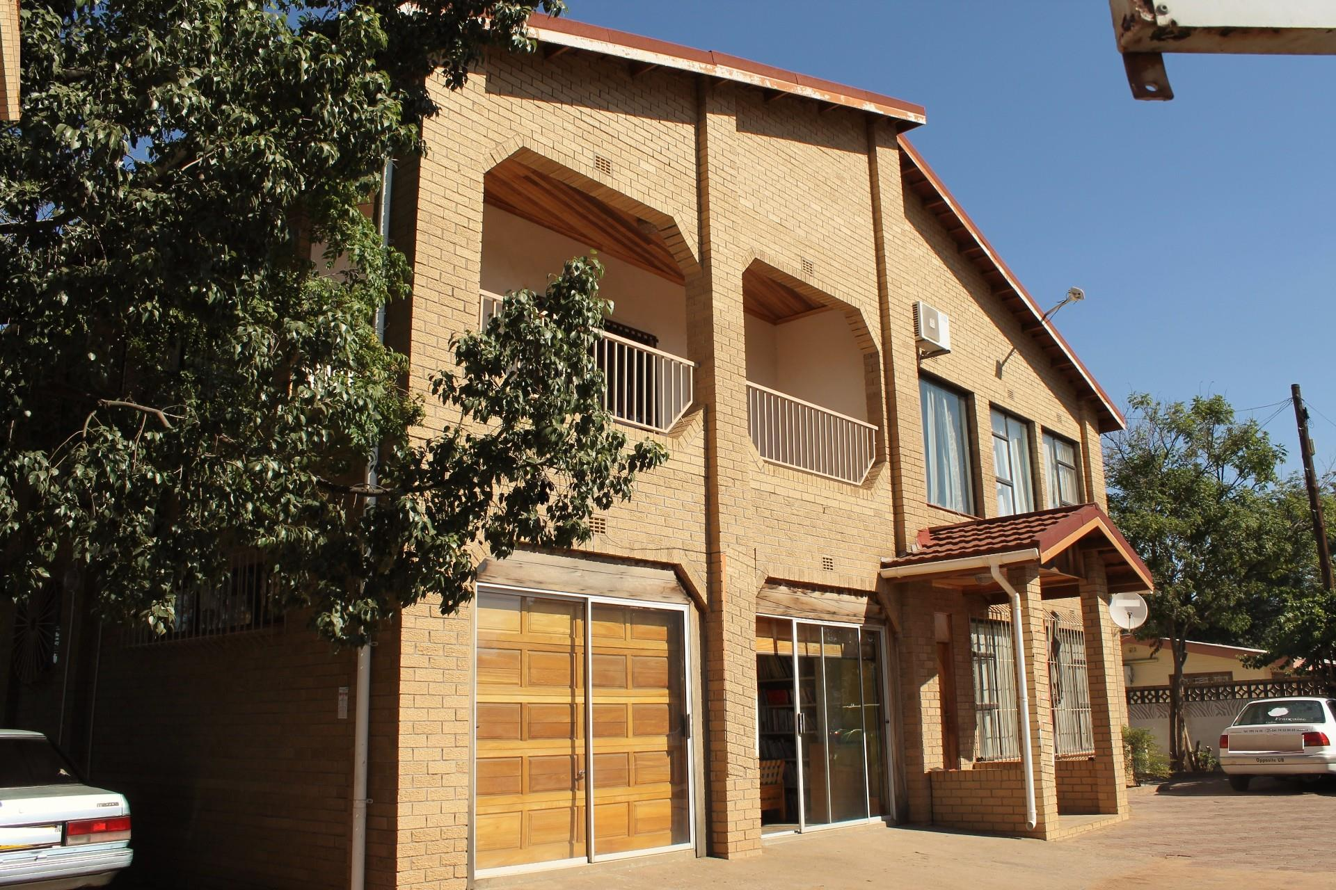 5 Bedroom House For Sale in Extension 10