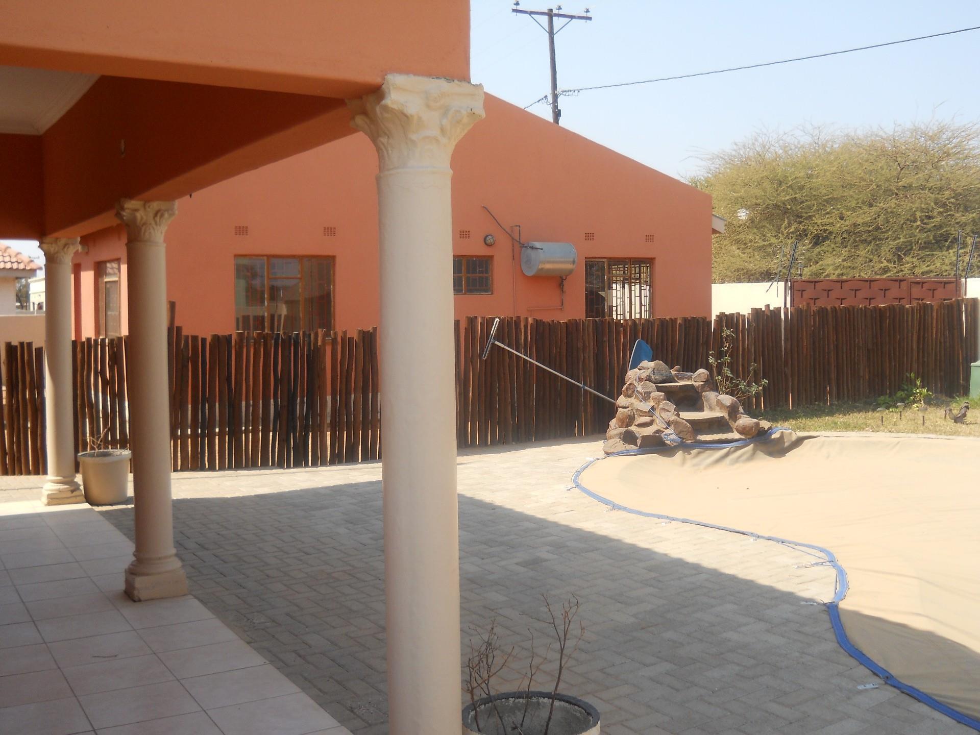 5 Bedroom House For Sale in Mogoditshane Central