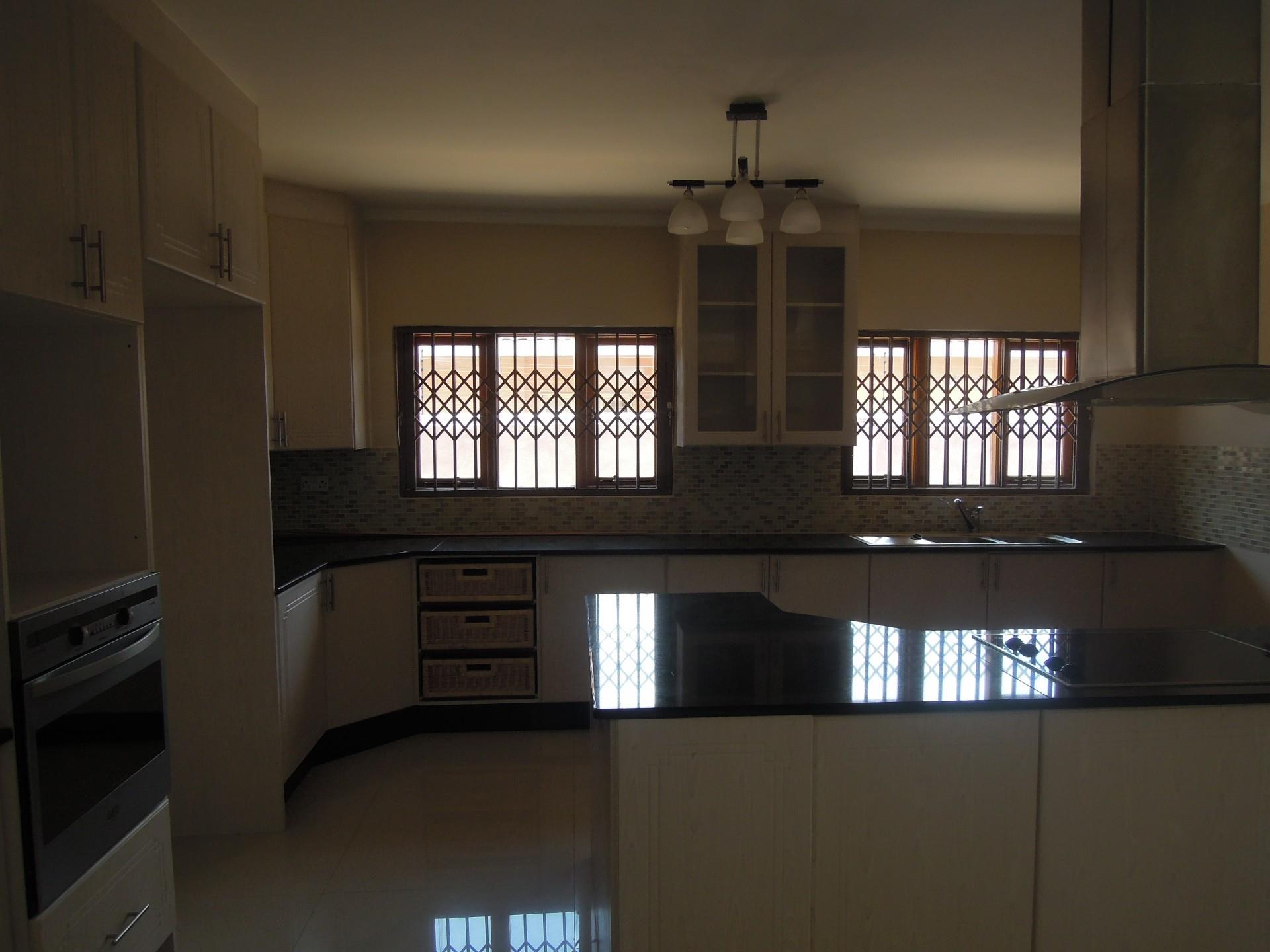 5 Bedroom House To Rent in Broadhurst