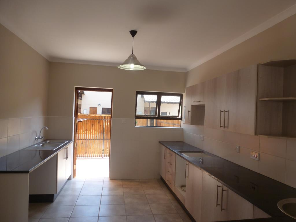 3 bedroom town house for sale in hillside view