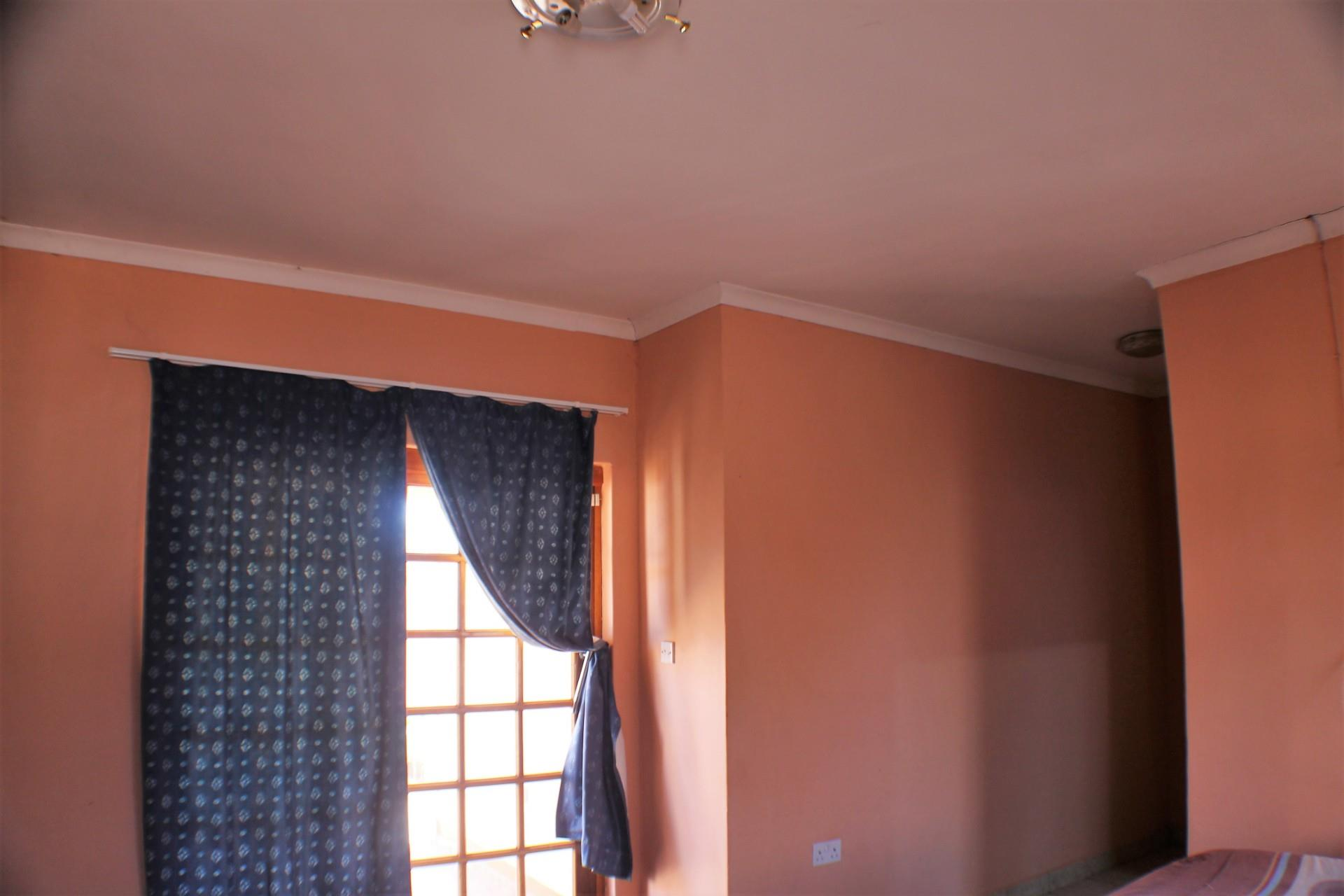 2 Bedroom House For Sale in Block 7